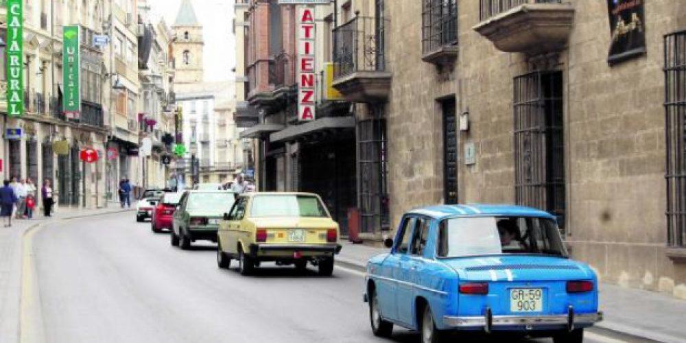 Doscientos vehículos en la feria de autos clásicos