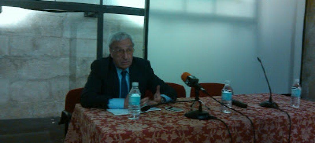 Crónica de la Conferencia de D. Julián Pavón