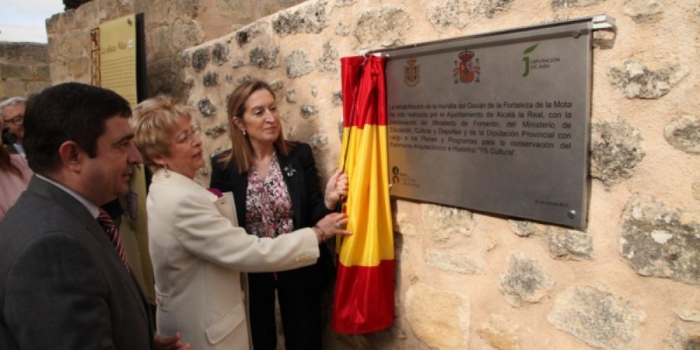 Ana Pastor inaugura en La Mota las rehabilitadas murallas del Gabán y Este